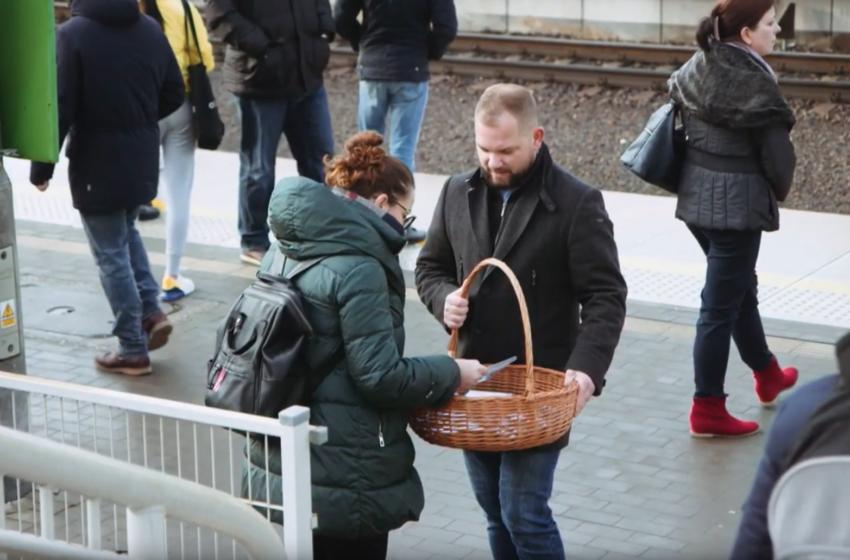 """""""PIT – słuchaj, to się opłaca"""" – reportaż z akcji na dworcu w Piasecznie"""