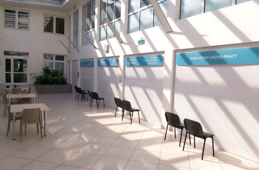 pusta sala obsługi
