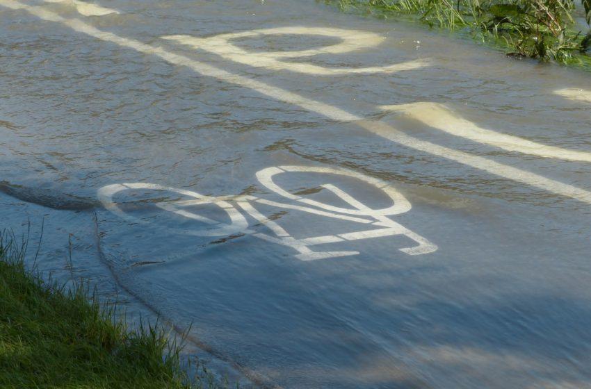 zalana ścieżka rowerowa