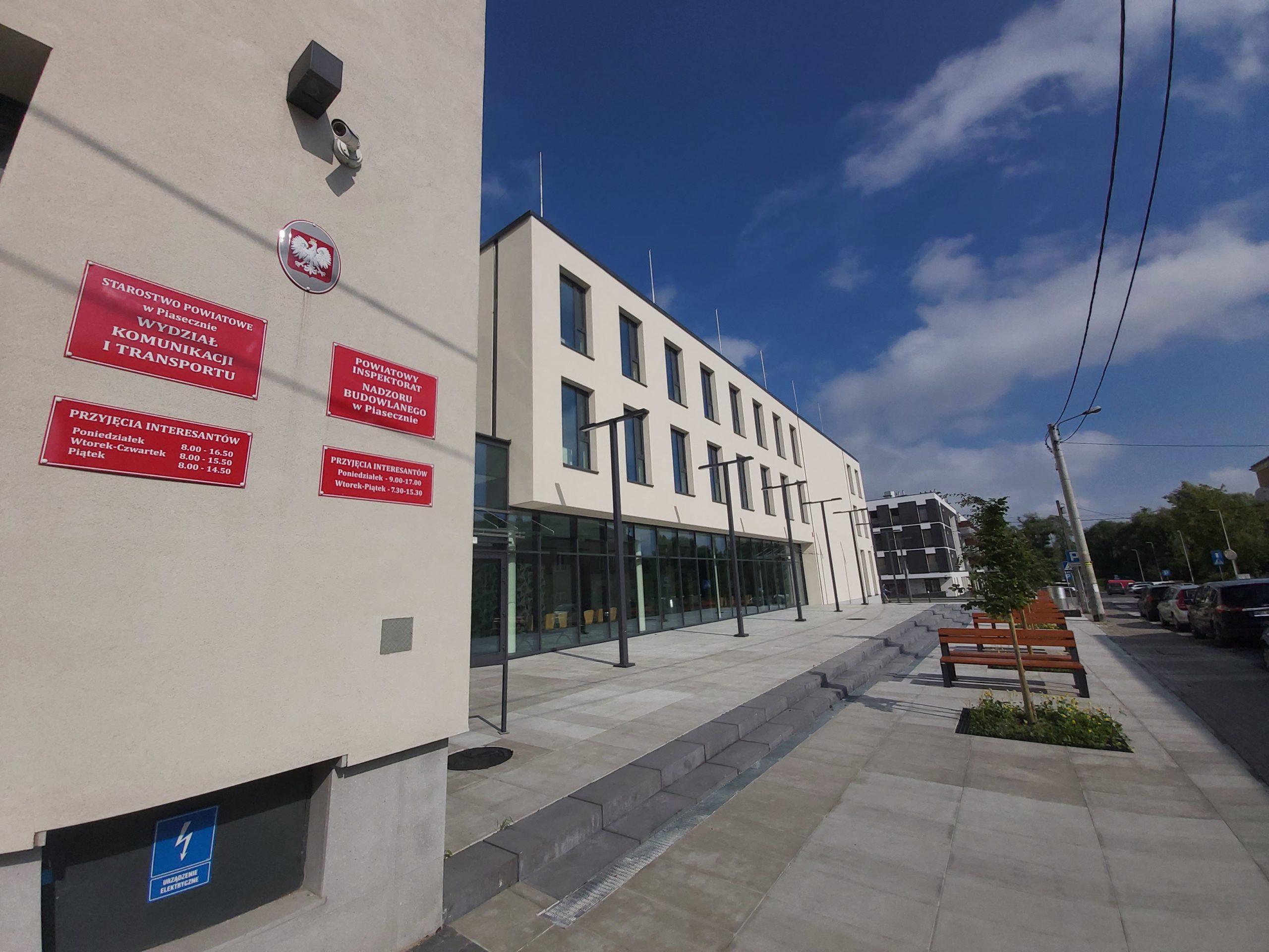 Budynek Wydziału Komunikacji i Transportu przy Czajewicza w Piasecznie