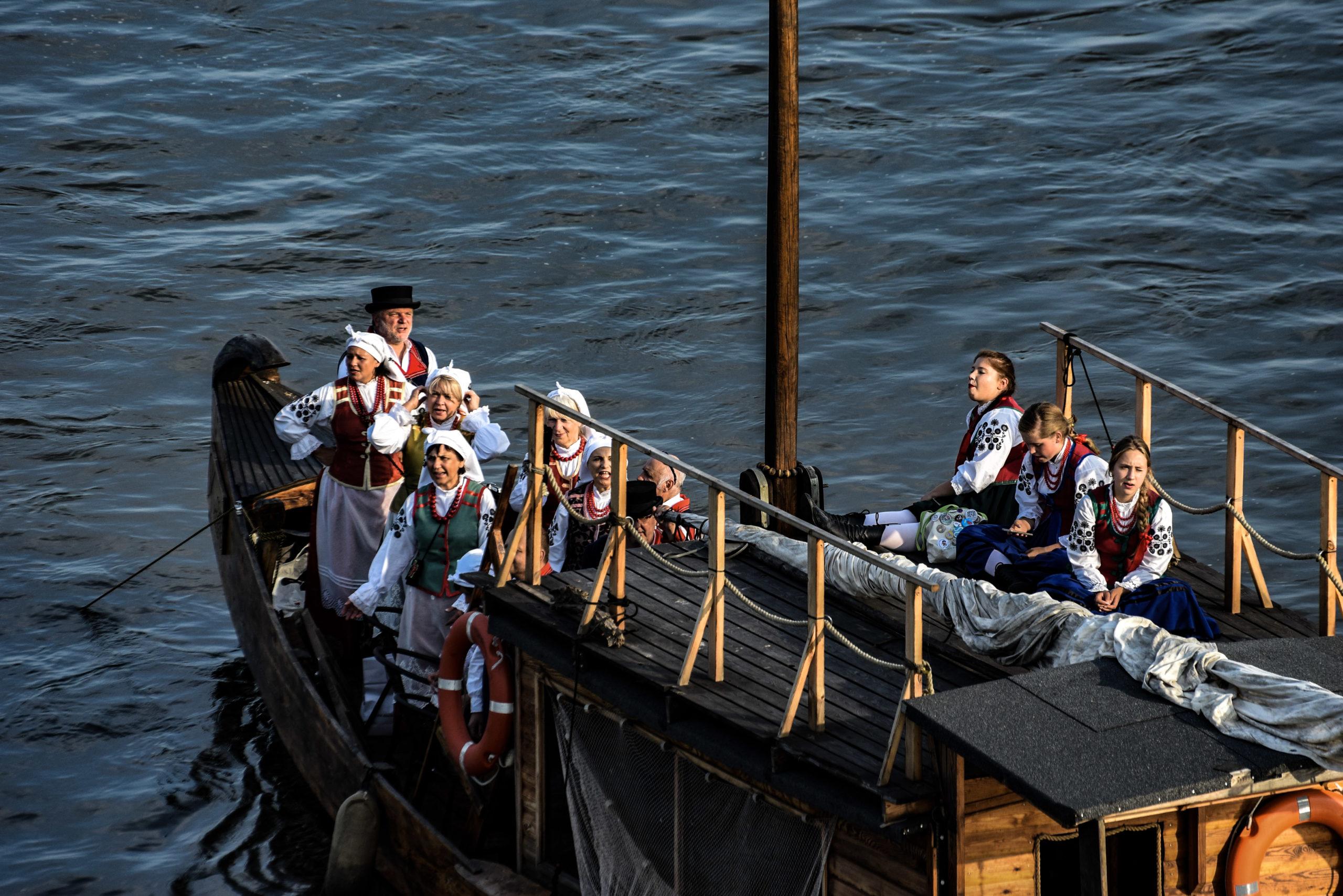 Od jutra przez całe wakacje w ramach Budżetu Obywatelskiego będzie można pływać tradycyjną drewnianą szkutą po Wiśle. A skoro z Budżetu Obywatelskiego to zupełnie za darmo.